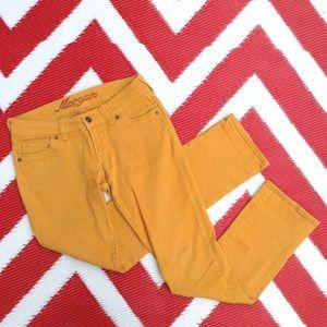 Delia's straight leg mustard skinnies 💛 size 5/6R